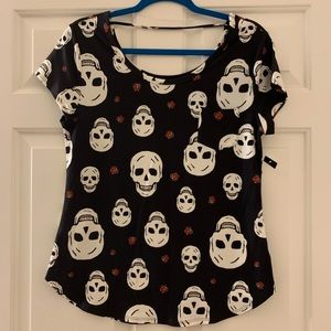Soft as silk skull 💀 t-shirt with a sweet pocket